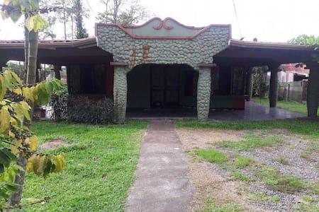 Casa acogedora - Guápiles - Huis