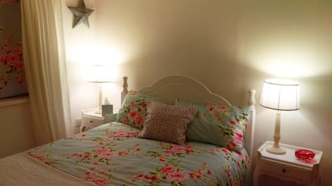 Comfortable ground floor double room, Pembroke