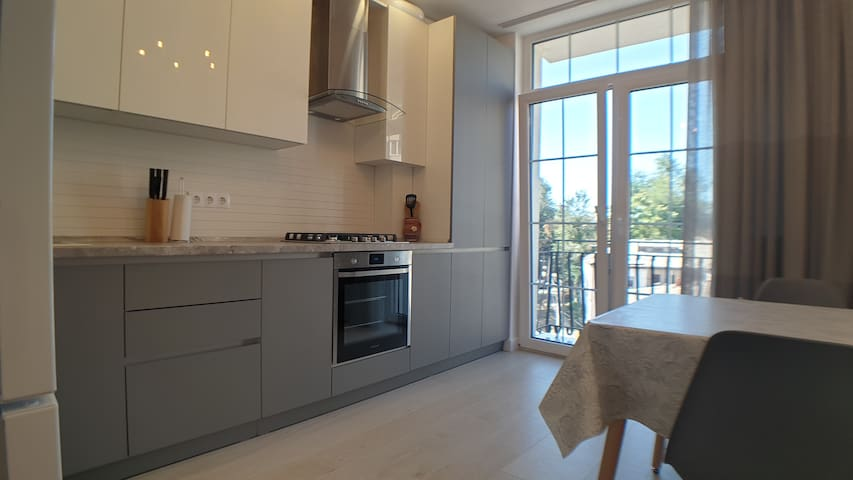fully fitted kitchen with oven, hob, coffee machine, kettle, toaster