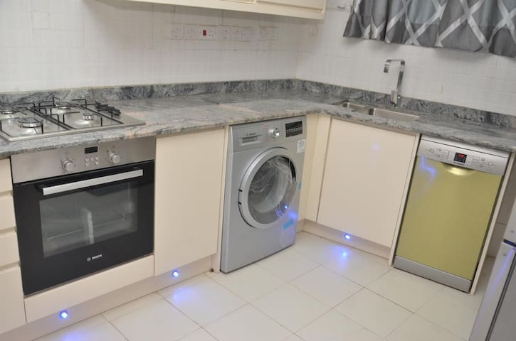 Fully Equiped Kitchen with ranges of Bosch Appliances