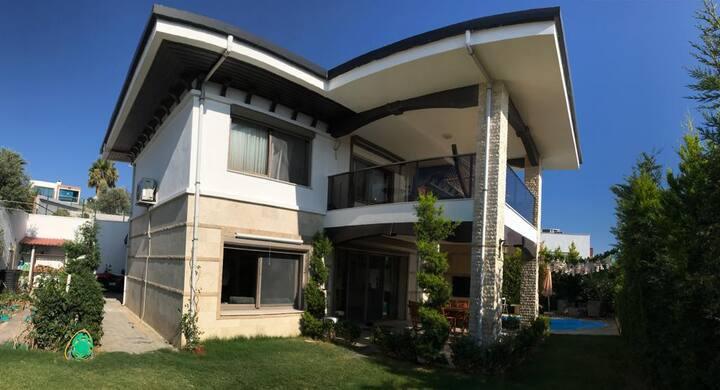 Site İçerisinde Özel Havuzlu Dublex Villa.