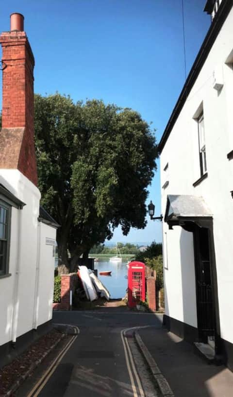 Grade II Listed Townhouse 100 yards from the river