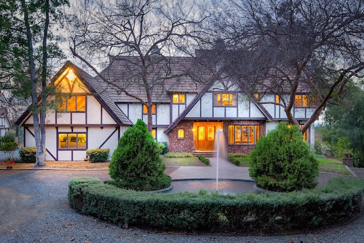 Beautiful & Peaceful Large Tudor Retreat Home
