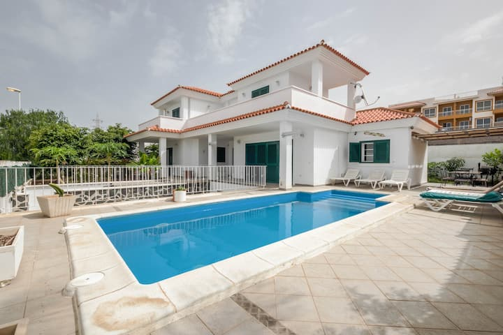 Elegant Villa Nina with Pool, Terrace, Terrific Ocean Views & Wi-Fi