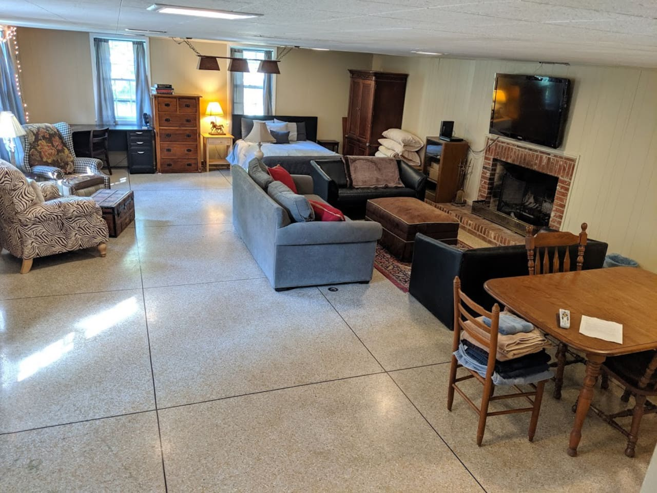 1100+ sq ft of living space and comfortable furniture