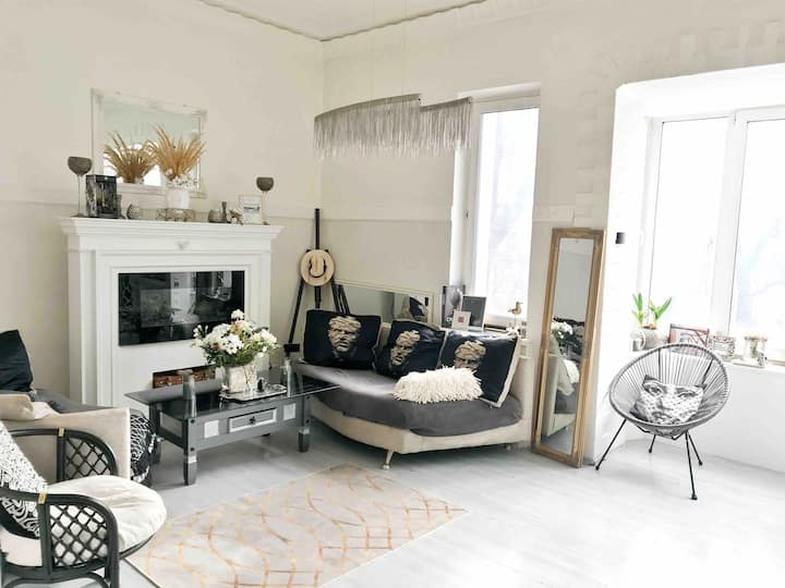 White Apartment with terrace in the heart of Kiev