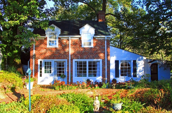 PERFECT GETAWAY- HEART OF HISTORIC VA WINE COUNTRY - Gordonsville - House