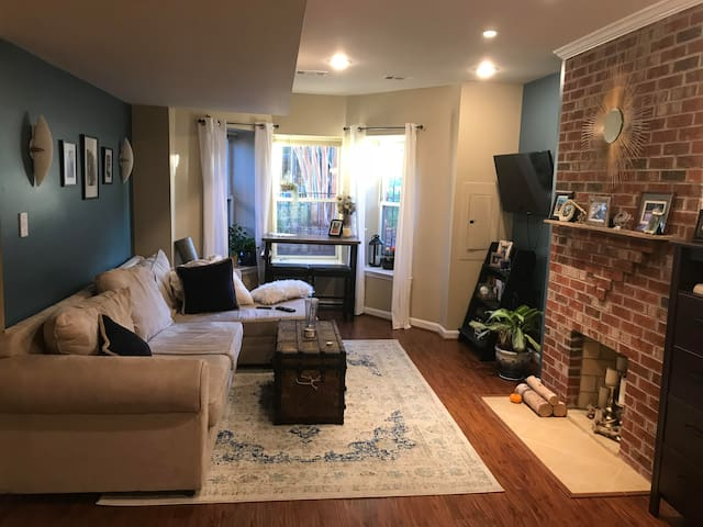 Adorable U St. English Basement in Ideal Location!