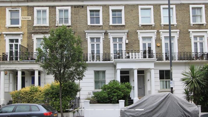 Bright spacious flat in Chelsea