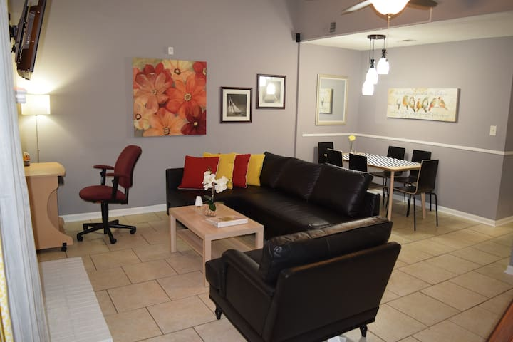 Contemporary Cozy Home at the Heart of VA Beach