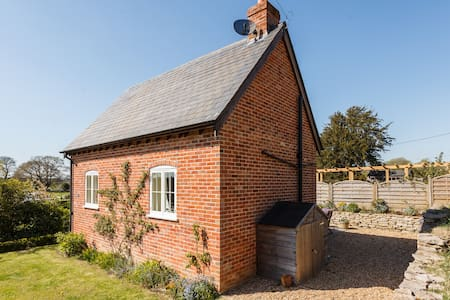 Detached self contained cottage with hot tub. - Hampshire - Casa