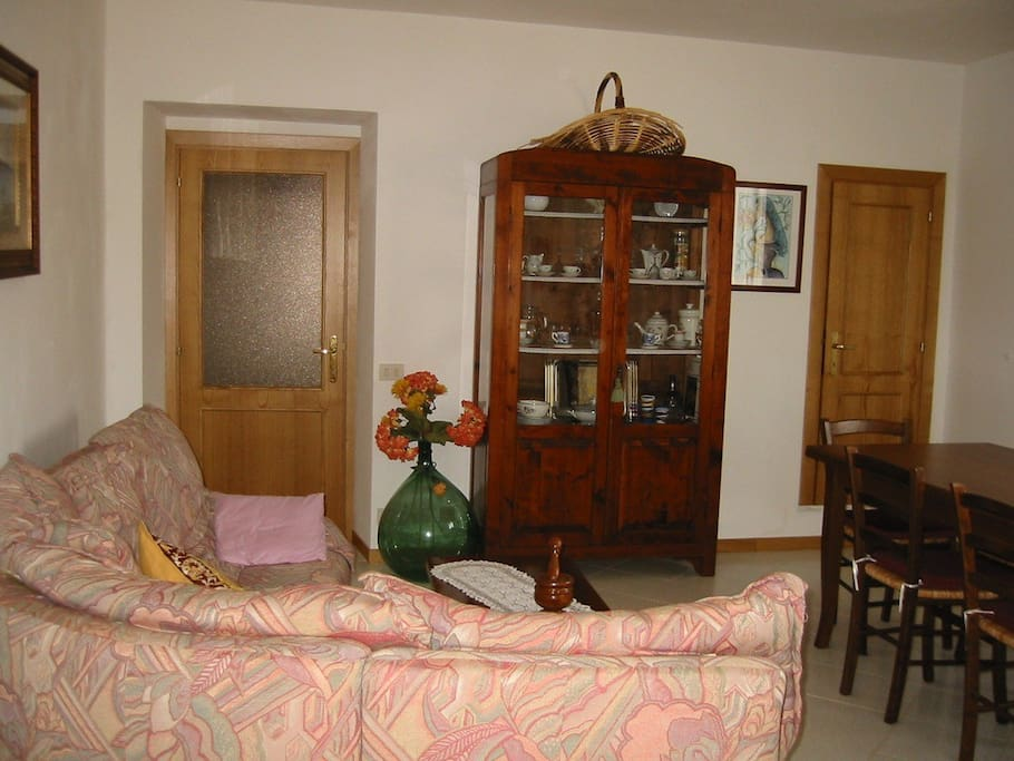 Ein gemütliches Wohnzimmer im franziskanischen Stil