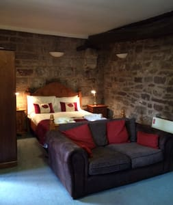The Courtyard Apartment at Flanesford Priory - Goodrich