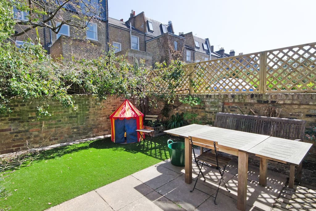 Large garden with outdoor seating, BBQ, and easigrass perfect for kids.