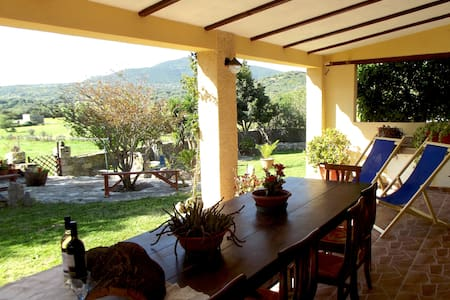 Peaceful haven in Cugnana- large private garden