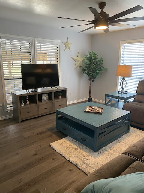 NEW home on Medina Lake - Extra Clean and Spacious