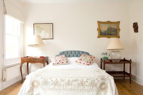 Double Bedroom+En-suite,  spacious and light