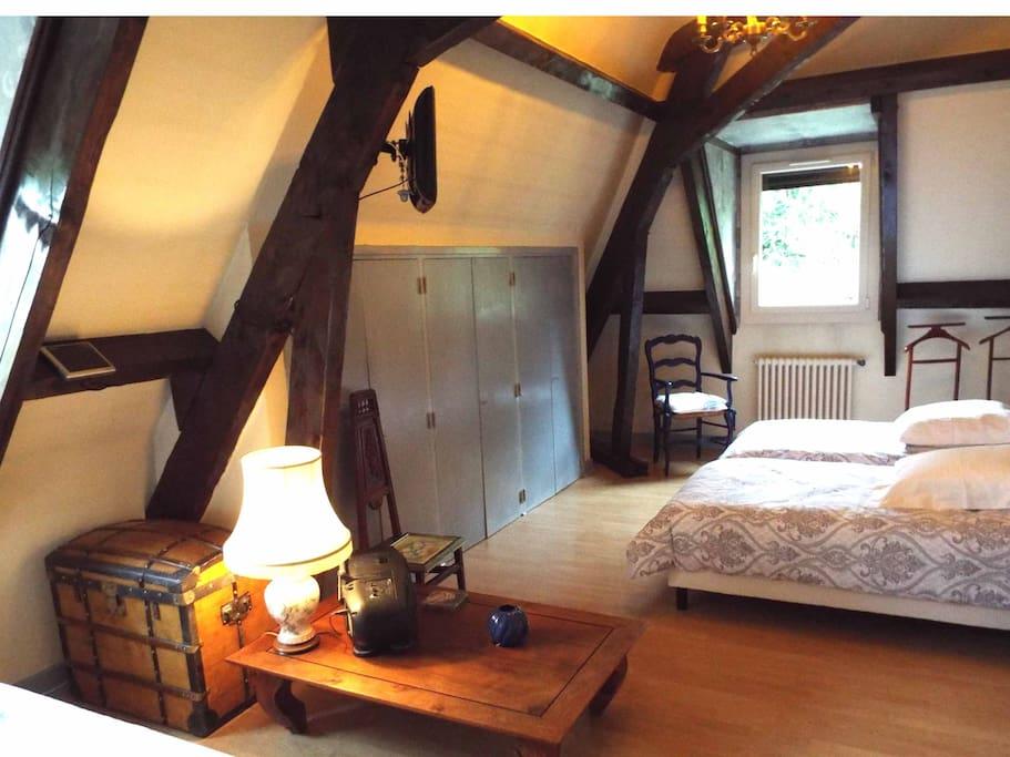 Grande chambre de 22m2 avec tout le confort.