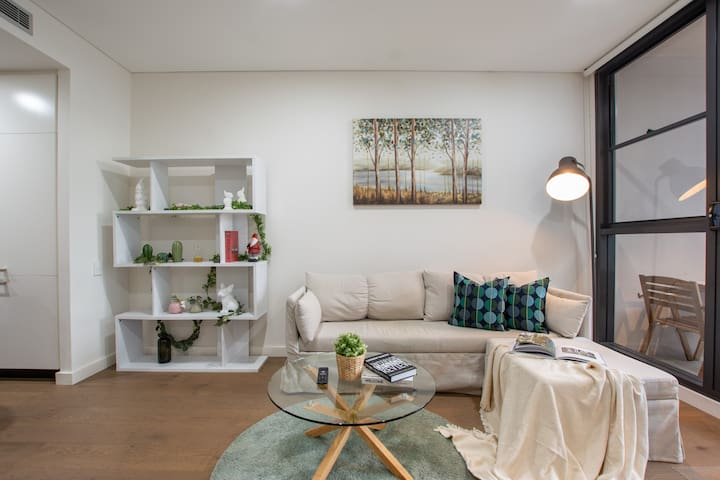 Gorgeous two bedrooms apartment close to CBD