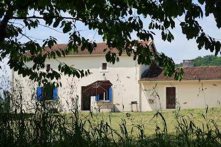 Farmhouse in the countryside - Laparade - Talo