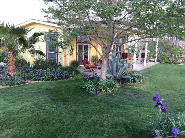 la Maison des Fleurs B&B - Morongo Valley - Bed & Breakfast