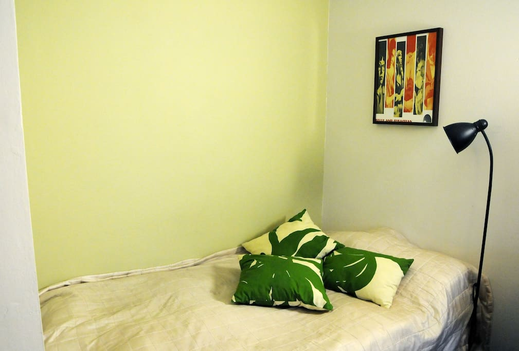 The alcove has a 120 cm wide, comfortable bed.