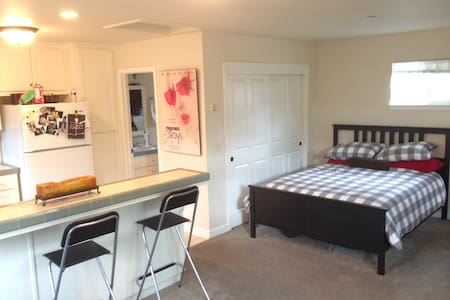 The Fort - cool place a mile from downtown SLO! - San Luis Obispo - Apartment