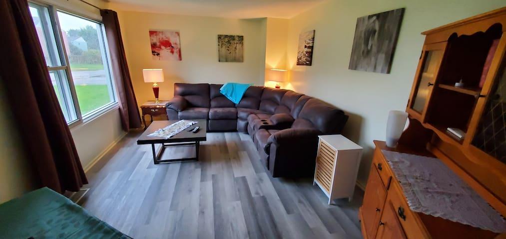 1805 Mile Zero Cedar Crescent House 3 bed private
