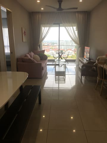 Glam Chic 3BR Condo near airport