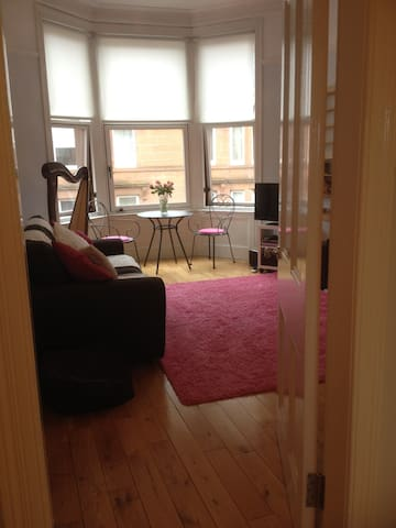 West End, 2 bedrooms with parking - Glasgow - Wohnung