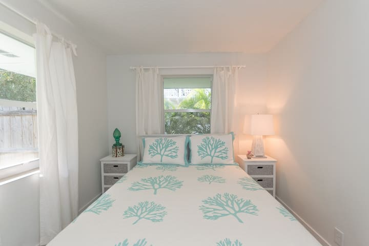 BLUEWATER BUNGALOW 2 - SINGER ISLAND - SLEEPS 4 - West Palm Beach - Bungalow