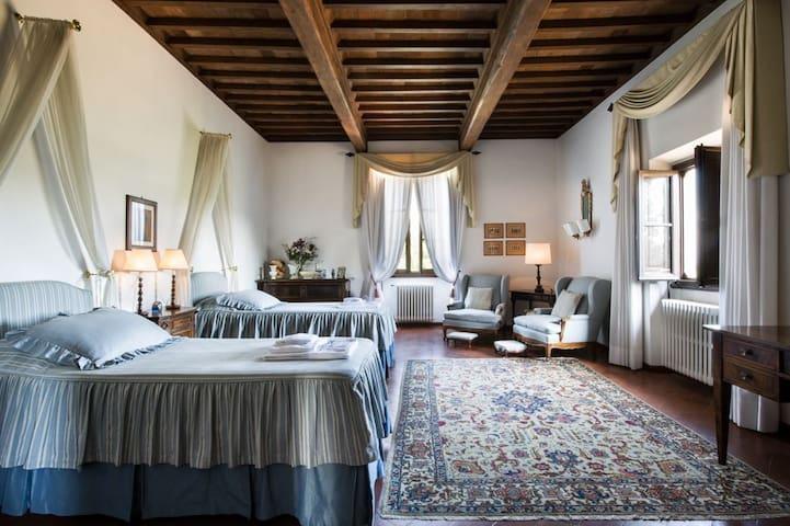 Elegant villa in the Chianti hills
