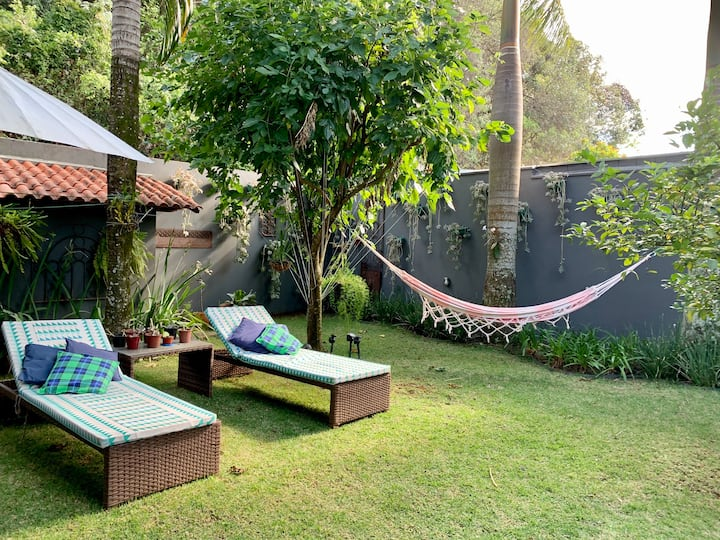 Loft decorado com jardim, a 3 minutos do Iguatemi.