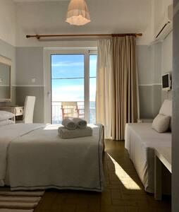 Paradisos b&b Sea view room 1 - Άγιοι Πάντες - 家庭式旅館