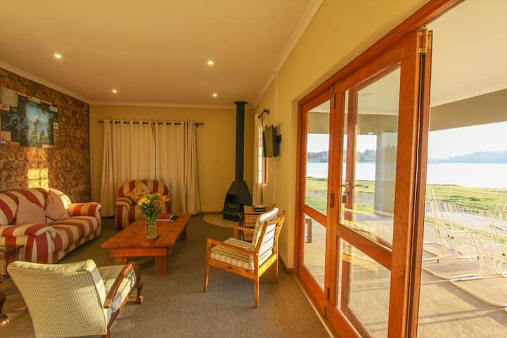 Lake Lintrose Self Catering Cottage No 1
