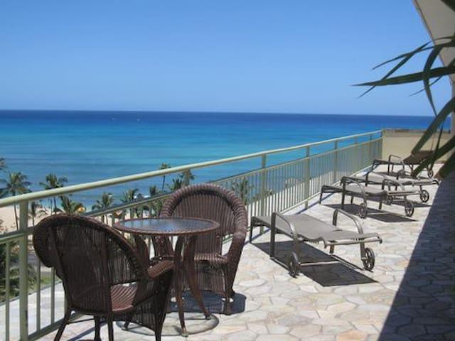 Steps to Waikiki Beach - Honolulu - Apartment