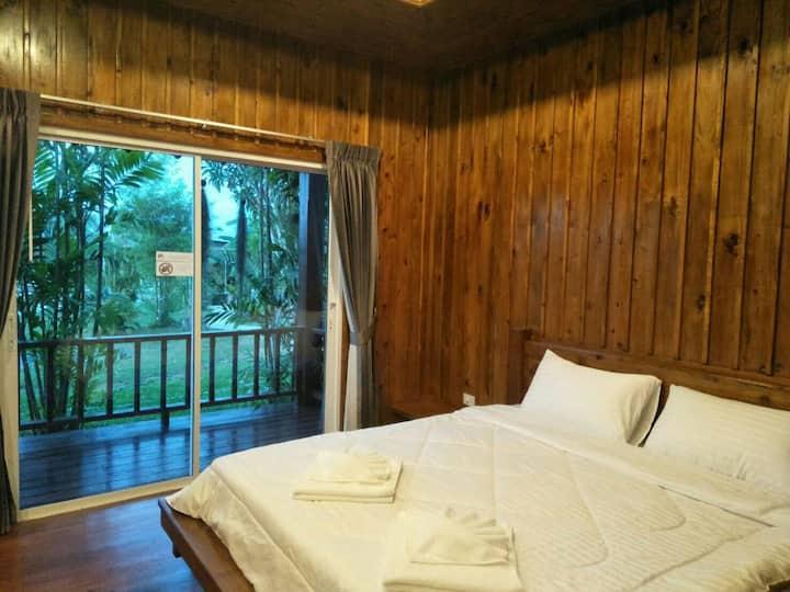 Baan Rom Pruk, Lovely Wooden House, Naiyang Beach