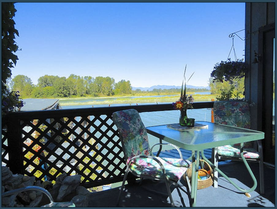 Pause on the Willow Cottage balcony to enjoy the view.