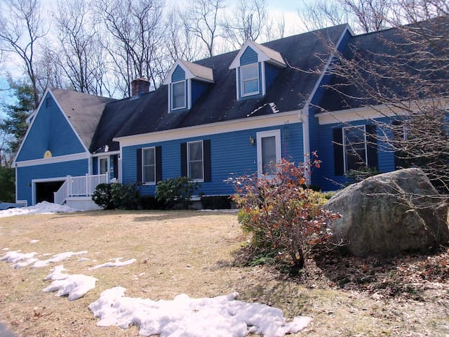 1-2 Bedrms Large Quiet Home, Easy access Highway - North Chelmsford - House