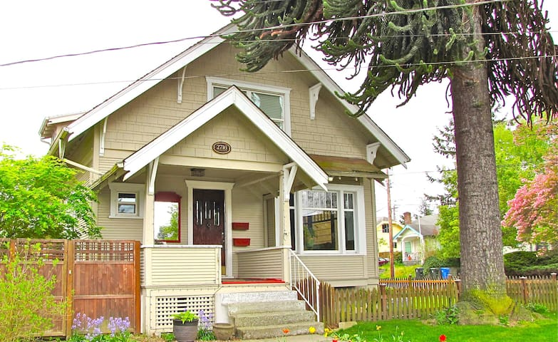 Craftsman Home with an Art Gallery - Tacoma - Casa