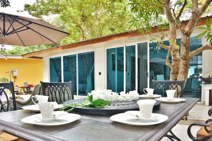 Luxary B&B Breakfast WIFI TV A/C free IslandTour 2