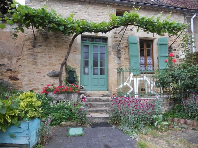 Jolie maison de village dans le Lot