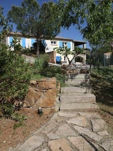 maison au calme avec jardin - Uzer - House