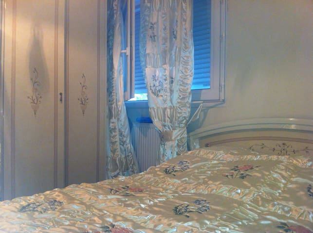 Joli chambre avec lit double appartements louer - Chambre d hotes annecy le vieux ...