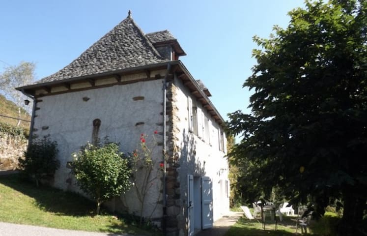 Le Fleys - Vieillevie - Hus