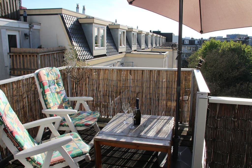 Roof-terrace on the south, whole day sun!
