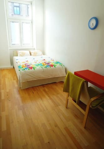 Double Bed near Westbahnhof&City2 - Wien - Apartment