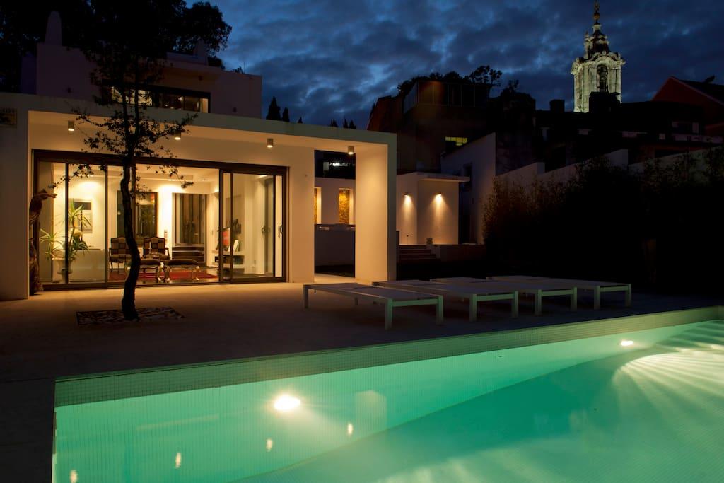 Piscina / Jardim à noite Pool / Garden at night