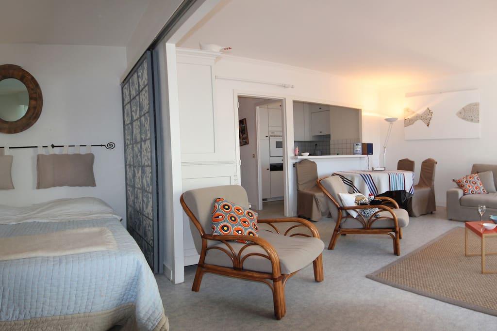 T2 avec balcon sud 50m de la mer appartements louer for Cloisons amovibles appartement