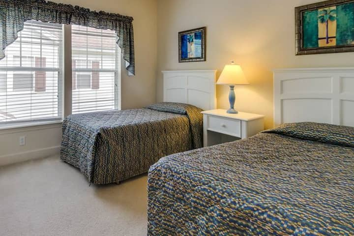 Beautiful Room Near Disney and Outlets in Orlando